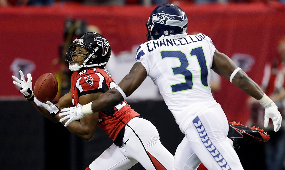 Description of . Atlanta Falcons wide receiver Roddy White (84) makes a touch-down catch against Seattle Seahawks strong safety Kam Chancellor (31) during the first half of an NFC divisional playoff NFL football game Sunday, Jan. 13, 2013, in Atlanta. (AP Photo/David Goldman)