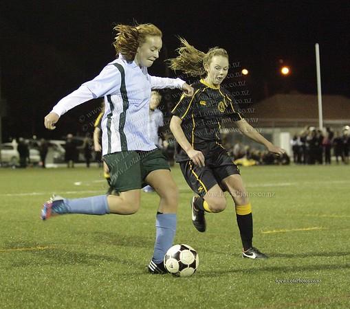 jm20120822 Wgtn Prem 1 girls football final _MG_9157 b