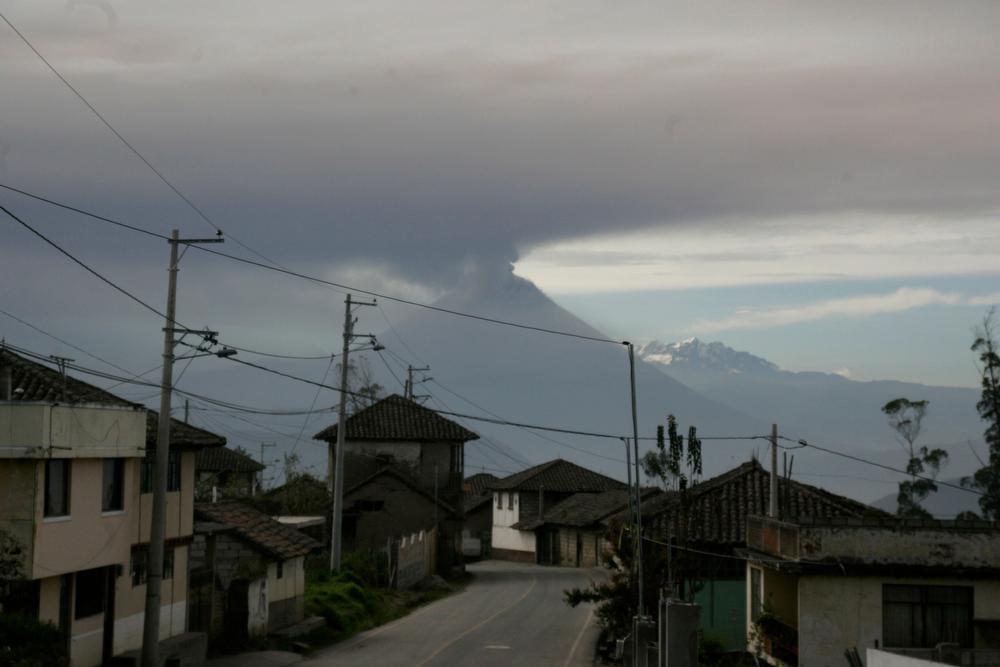 Description of . Ecuador's Tungurahua volcano spews large clouds of gas and ash near Banos, south of Quito, December 16, 2012. REUTERS/Carlos Campana