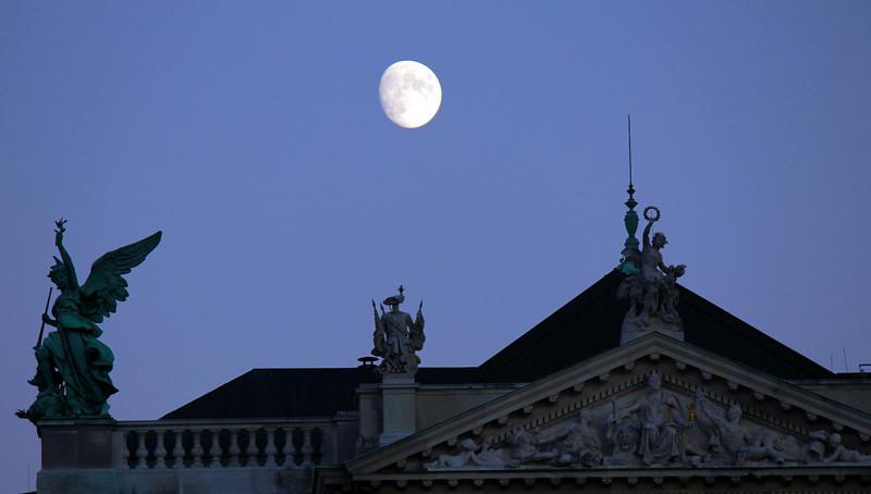 Hofburg, early evening.