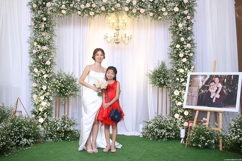 Vy-Cuong-wedding-instant-print-photo-booth-in-Bien-Hoa-Chup-hinh-lay-lien-Tiec-cuoi-tai-Bien-Hoa-WefieBox-Photobooth-Vietnam-079.jpg