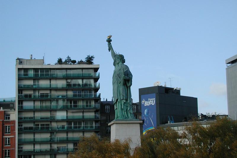 La Liberté, occident de l'Ile des Cignes.jpg