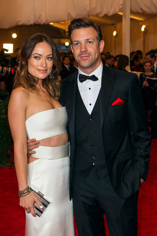 """. Actress Olivia Wilde arrives with Jason Sudeikis at the Metropolitan Museum of Art Costume Institute Benefit celebrating the opening of \""""PUNK: Chaos to Couture\"""" in New York, May 6, 2013. REUTERS/Lucas Jackson"""