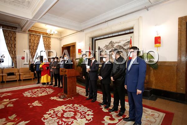 Монгол Улсын соёл урлаг, аялал жуулчлалын салбарын төлөөлөгчид БНХАУ-д эм, эмнэлгийн хэрэгсэл хандивлалаа