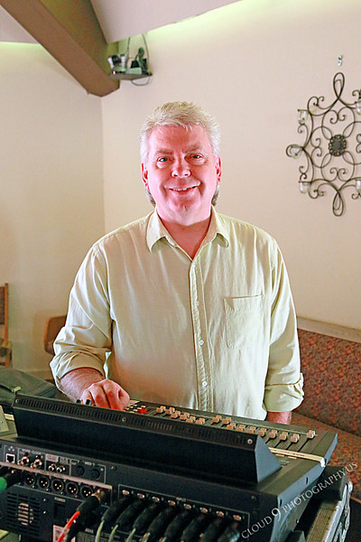 AMER-CMM 00083 Heritage Singers sound man Greg Mace, son of founder and director Max Mace, by Peter J Mancus.JPG