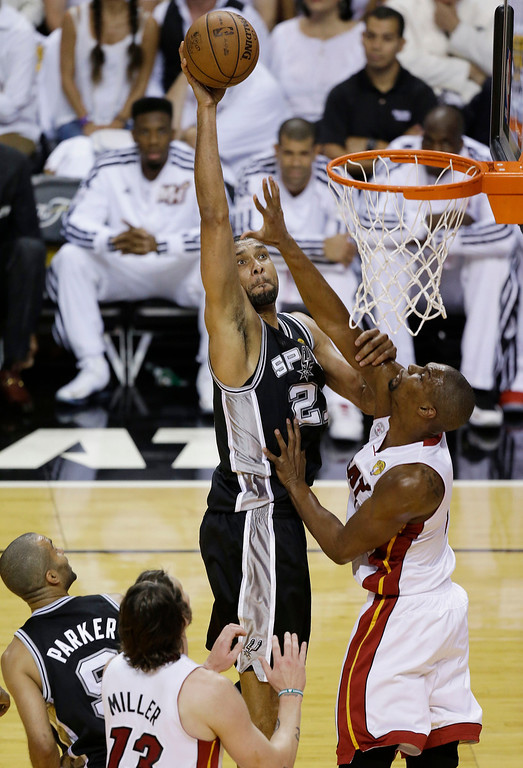 . San Antonio Spurs forward Tim Duncan (21) shoots against Miami Heat center Chris Bosh (1) during the first half of Game 6 of the NBA Finals basketball series, Tuesday, June 18, 2013 in Miami. (AP Photo/Wilfredo Lee)