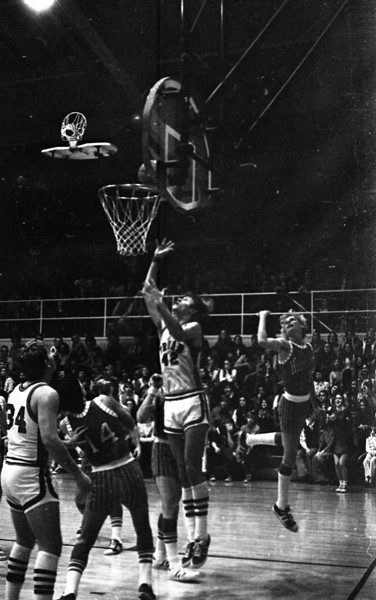 THS Basketball.75-4