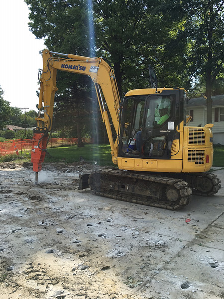 NPK PH4 hydraulic hammer on Komatsu PC88 mini excavator-primary breaking (6).jpg