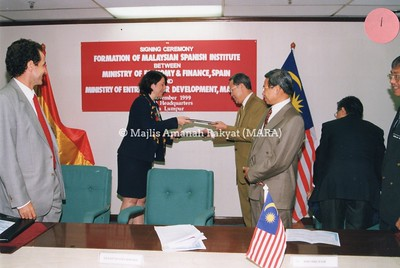 1999 - SIGNING CEREMONY FORMATION OF MALAYSIAN SPANISH INSTITUTE