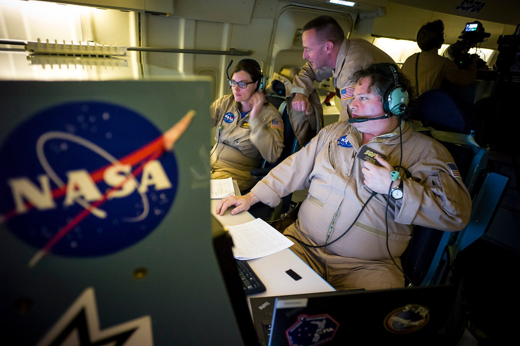 . L to R;  mission director Karina Leppik, pilot Jim Less and mission flight director Randy Grashuis run operations on an overnight science flight on the modified 747SP jet over the US.  The jet cruises at 39,000-43,000 feet to get above the water vapor which hampers ground based infrared telescopes.   (Photo by David Crane/Los Angeles Daily News)
