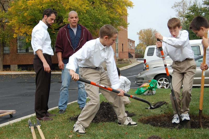 Planting Tree (9).JPG