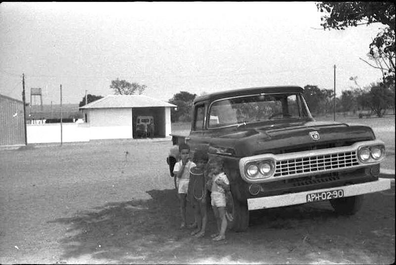 Ford e filhos de Seixas e filha de Ilídio Fernandes.