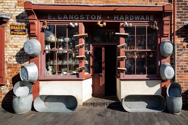 E Langston, Hardware