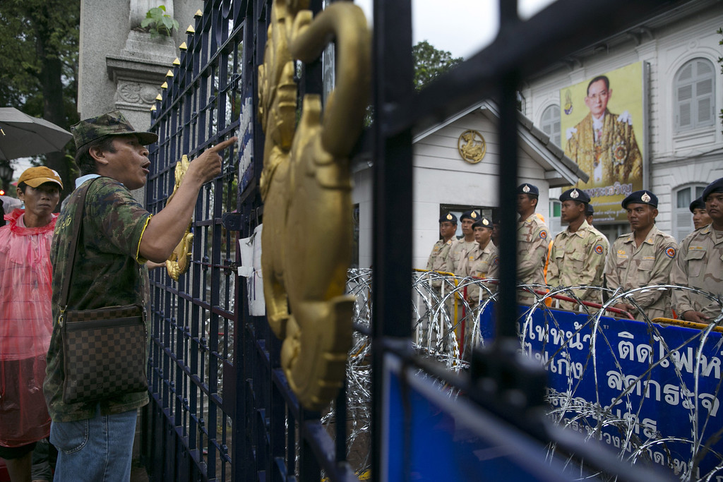 . Security stands guard inside the Ministry of Interior as thousands of anti-government protesters demonstrate in the streets outside in a bid to oust the current government of Yingluck Shinawatra November 26, 2013 in Bangkok,Thailand. (Photo by Paula Bronstein/Getty Images)