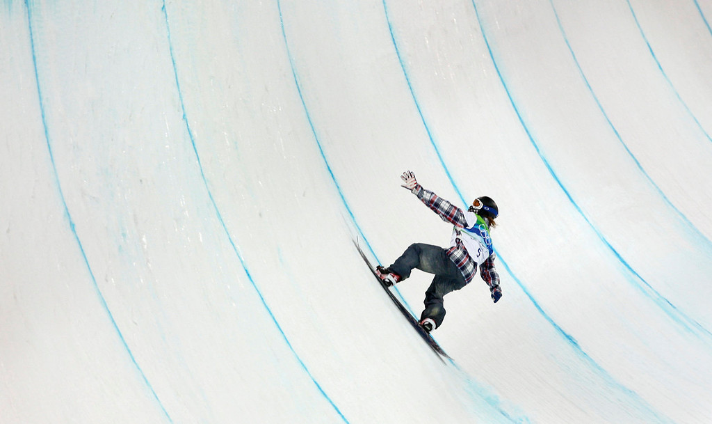 . Shaun White of the USA during his first heat run in the final in the men\'s snowboard halfpipe competition at the Vancouver 2010 Olympics in Vancouver, British Columbia, Wednesday, Feb. 17, 2010. (AP Photo/Gerry Broome)