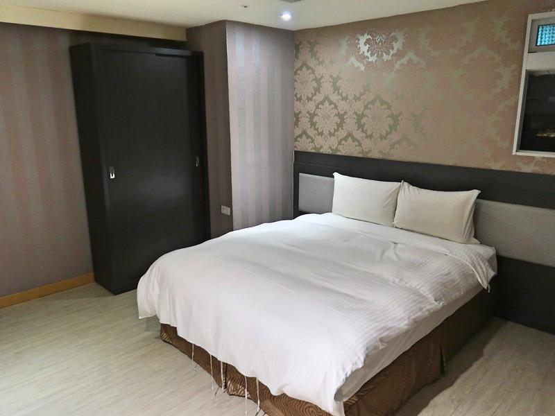 IMG_9944-e-hotel-room.jpg