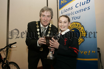 Tony Quinn presents the runners up cup to Helen Curtis who represents St Joseph's P.S. 07W6N14