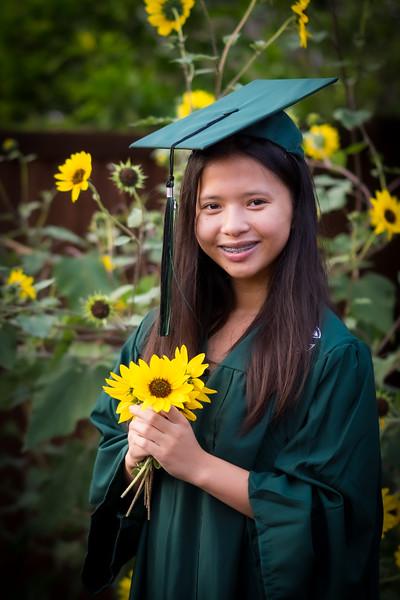 20200521_sarah-friends-connally-graduation_078.jpg