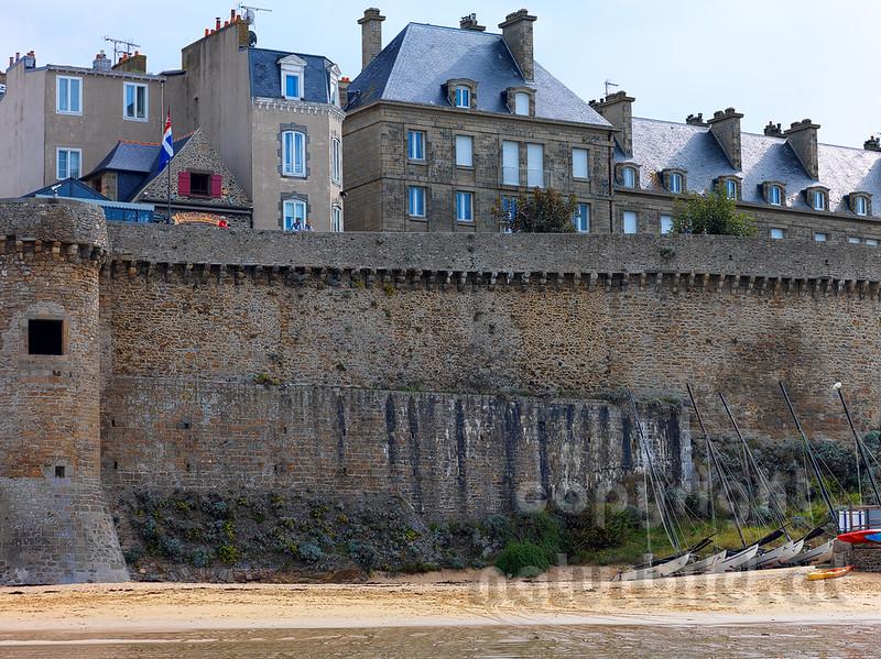 16B-01-71 - Die Stadtmauer von Saint-Malo