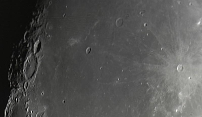 Měsíc 24.4.2013 cca 2:30 - SkyWatcher 130/650, MS Lifecam 5000HD. Střední část Oceánu bouří. Kráter vpravo je Kepler, šikmo nalevo od něj o něco větší Marius, od něj nalevo šikmo dolů Reiner. Výrazný kráter nahoře u terminátoru Cavalerius a pod ním na něj navazující větší Hevelius.