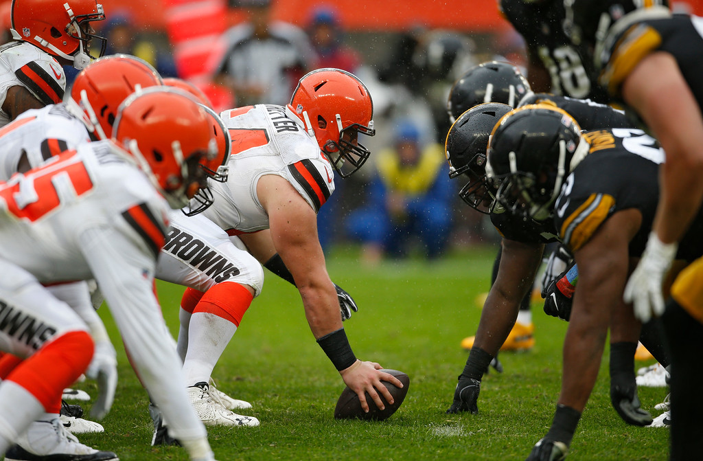 . The Cleveland Browns and the Pittsburgh Steelers line up during the second half of an NFL football game, Sunday, Sept. 9, 2018, in Cleveland. (AP Photo/Ron Schwane)