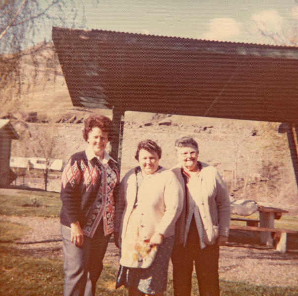 Mae Betty, Helan and Joephine Piersol in Spalding Park, ID?