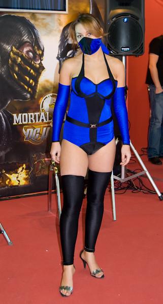 MK vs DC girl on Igromir 2008