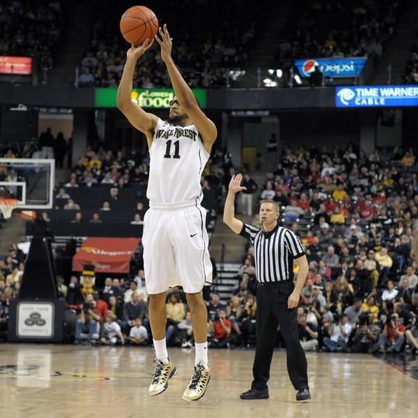 CJ Harris 3 pointer.jpg