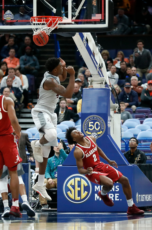 . Alabama\'s Collin Sexton (2) watches as he scores a basket over Texas A&M\'s Robert Williams, as time expires during the second half in an NCAA college basketball game at the Southeastern Conference tournament Thursday, March 8, 2018, in St. Louis. Alabama won 71-70. (AP Photo/Jeff Roberson)