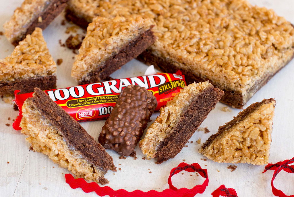 ". When it comes to holiday cookies, everything depends on the recipe and a few simple techniques. <a href=""http://www.morningjournal.com/lifestyle/20141128/recipe-a-holiday-cookie-inspired-by-100-grand-candy-bars\"">Get the recipe for caramelized crispy bar cookies, inspired by 100 Grand candy bar</a>. (AP Photo/Matthew Mead)"