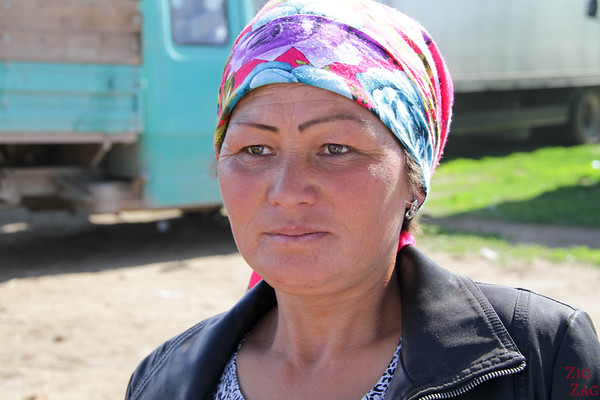 Portrait Kyrgyzstan: woman at animal market 1