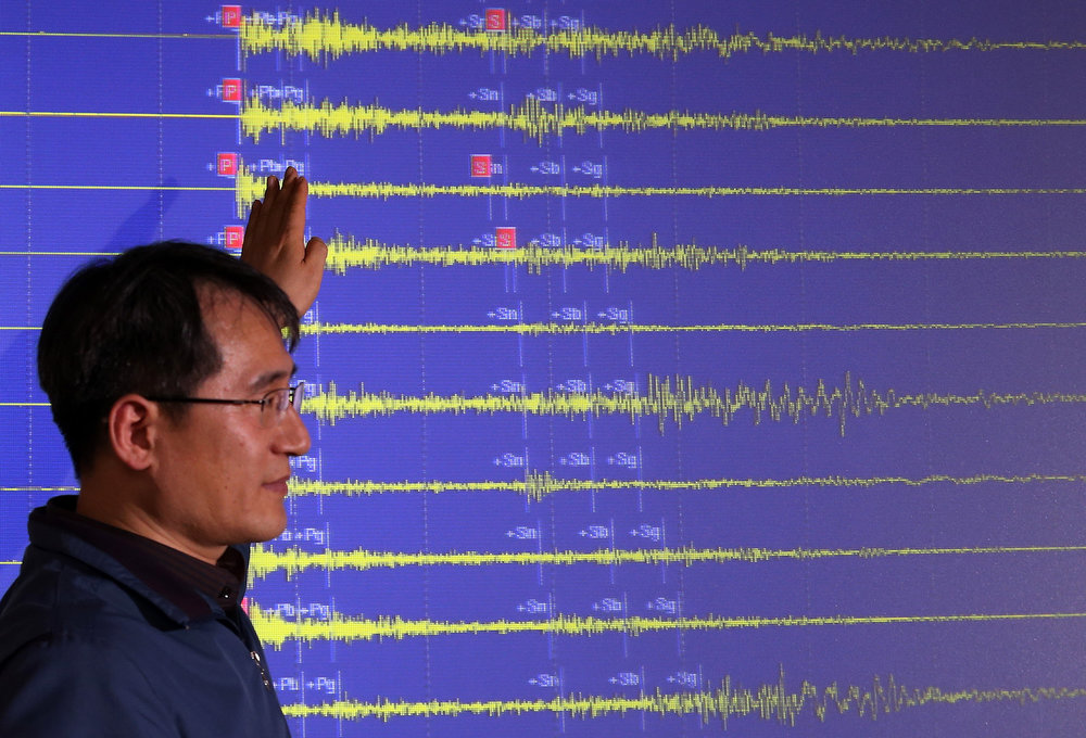 Description of . A South Korean official explains seismic waves of North Korea's nuclear test which were measured in South Korea, at the Korea Meteorological Administration in Seoul, South Korea, Tuesday, Feb. 12, 2013. North Korea said it successfully detonated a miniaturized nuclear device at a northeastern test site Tuesday, defying U.N. Security Council orders to shut down atomic activity or face more sanctions and international isolation. (AP Photo/Yonhap, Lee Ji-eun)