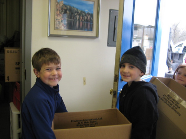 Pomfret School helps Woodstock Food Shelf