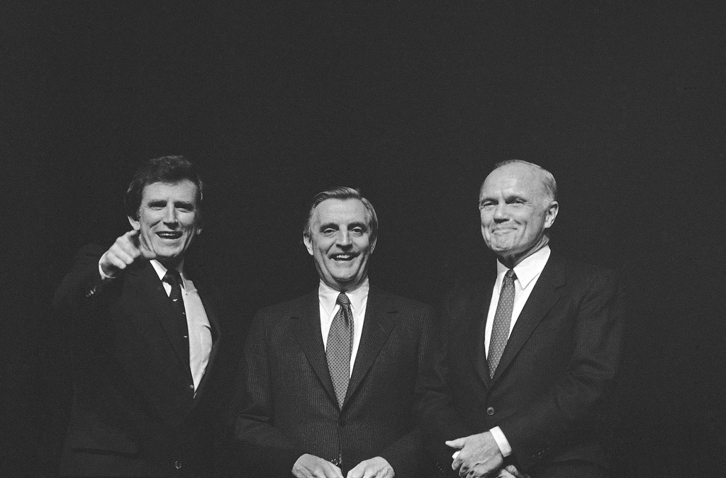 . Democratic presidential candidate Sen. Gary Hart, D-Col., left, former Vice President Walter Mondale, center, and Sen. John Glenn, D-Ohio, pose at the partys state Jefferson-Jackson Day dinner, Friday, March 3, 1984, Atlanta, Ga. The Georgia primary election is March 13. (AP Photo)