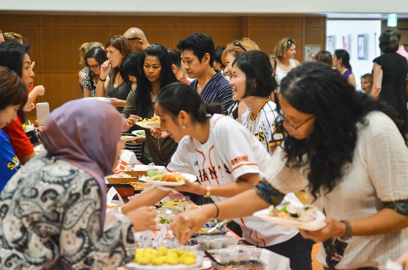 grade 2 cross cultural lunch 2014-52.jpg
