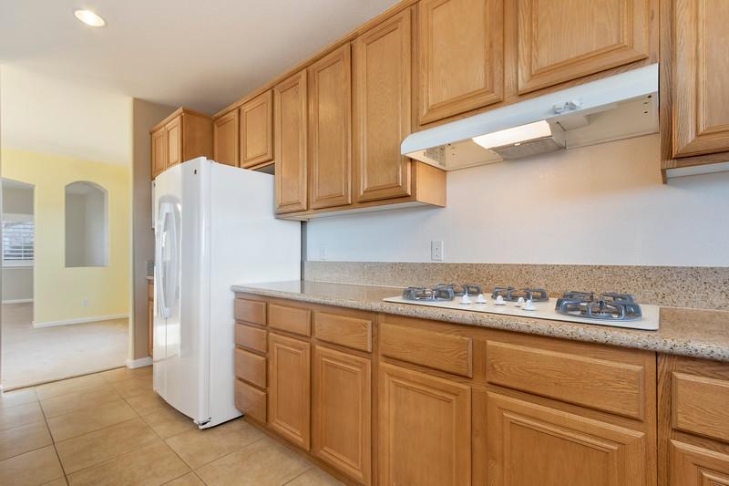 299 Montebello Oaks 15 Kitchen.jpg