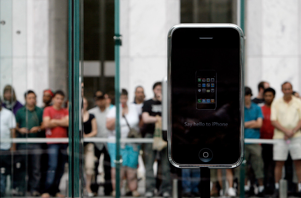 . Passersby stop to take in the scene outside the Apple Store shortly before doors were opened to customers waiting to buy the new iPhone Friday, June 29, 2007 in New York.  (AP Photo/Jason DeCrow)