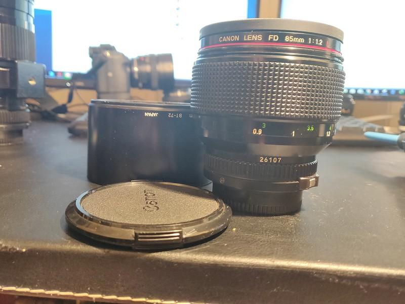Canon FD 85 1.2 L - Serial Z1102 & 26107 004.jpg