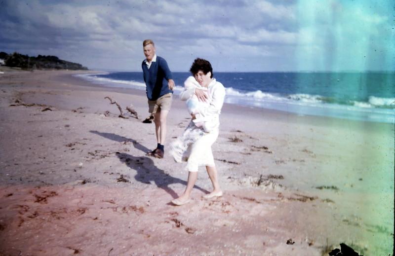 1964-2-21 (3) Graham, Mary & David 2 mths @ Somers taken by Elaine.JPG