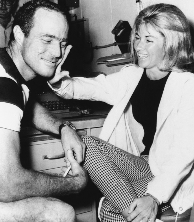 . Astro-Aquanaut M. Scott Carpenter and wife, Renee reunite in Jolla, California on Sept. 28, 1965 after Carpenter and nine Sealab 2 teammates emerged from decompression chamber. Carpenter spent more than 29 days on ocean bottom. Decompression ended on Monday. (AP Photo)