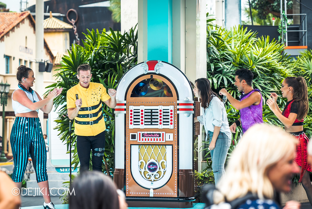Universal Studios Singapore Park Update Aug 2018 / The TurnTables Guest spinning the Jukebox