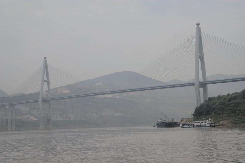20070831_0633 Badong bridge, next to Shennong stream