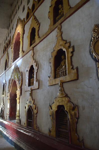 DSC_3883-ananda-phaya-wall-of-buddhas.JPG