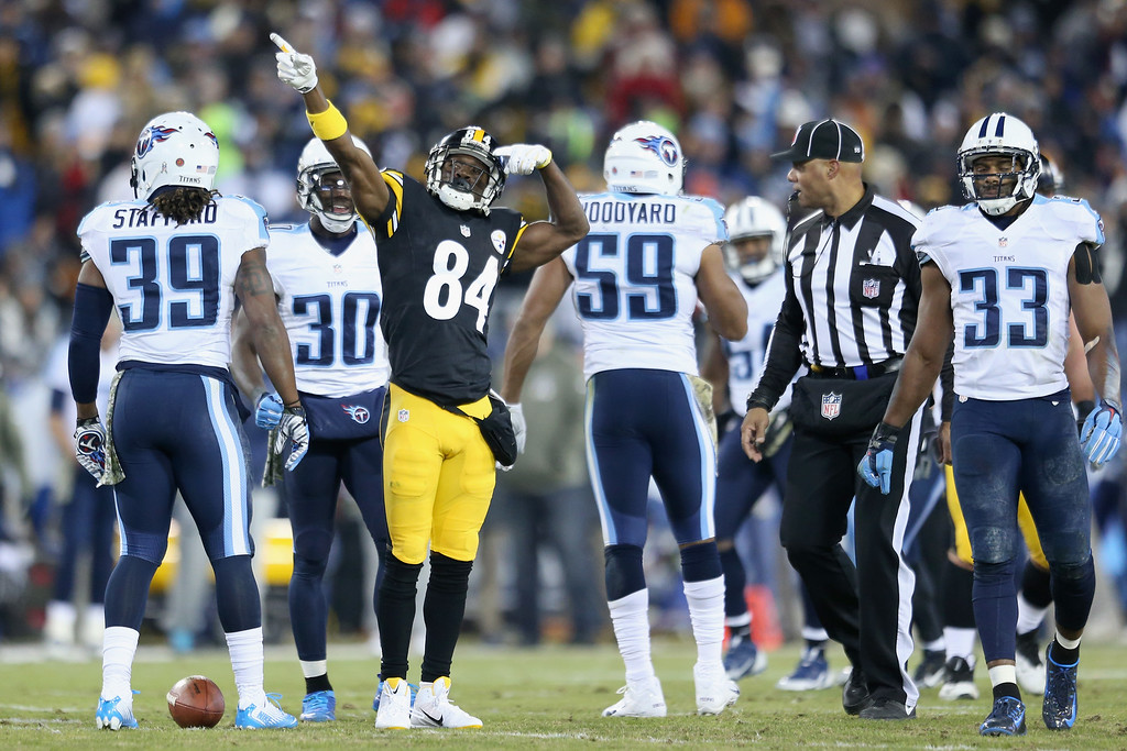 . NASHVILLE, TN - NOVEMBER 17:  Antonio Brown #84 of the Pittsburgh Steelers celebrates a first down in the second quarter of the game against the Tennessee Titans at LP Field on November 17, 2014 in Nashville, Tennessee.  (Photo by Andy Lyons/Getty Images)