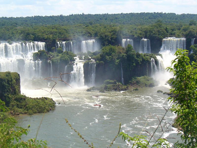 017 Iguacu Falls, Cataracas Trail, 1,2 km along the Iguacu River.jpg