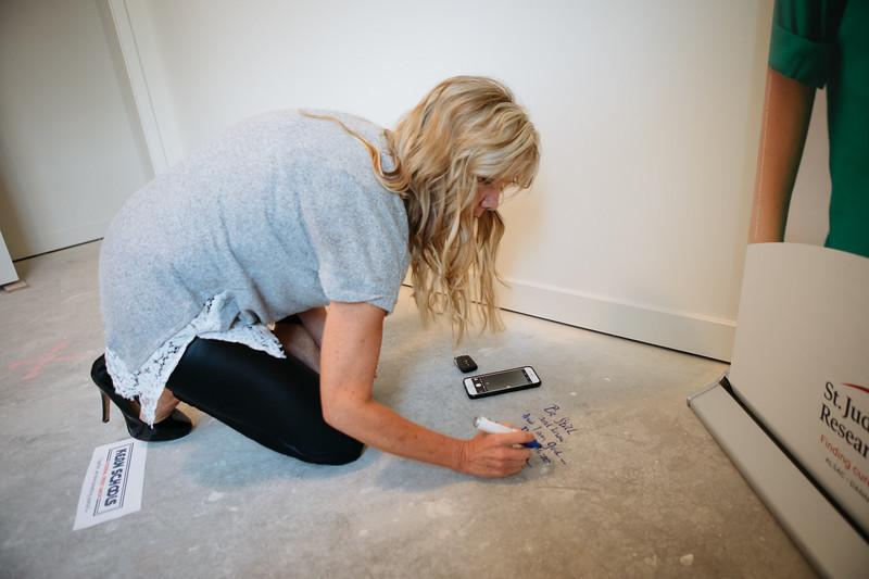 floor_signing_stjude-13.jpg