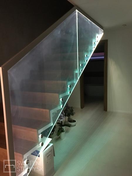 Svetelne Stropy moderny dom s rimsami a LOOP W a detskymi izbami s osvetlenymi stresnymi oknami-89.jpg
