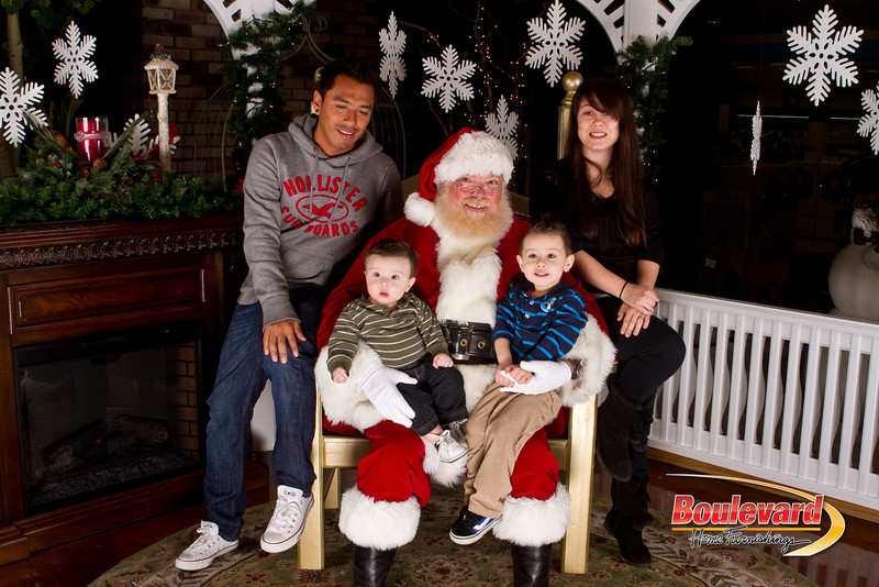Santa Dec 15-320.jpg