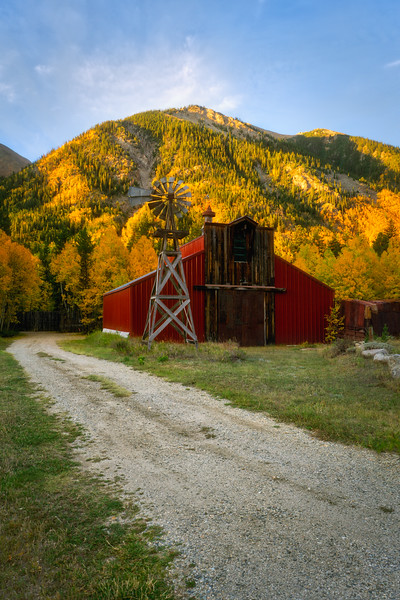 20180920KW-Independence_Pass_Barn_Sunrise1.jpg