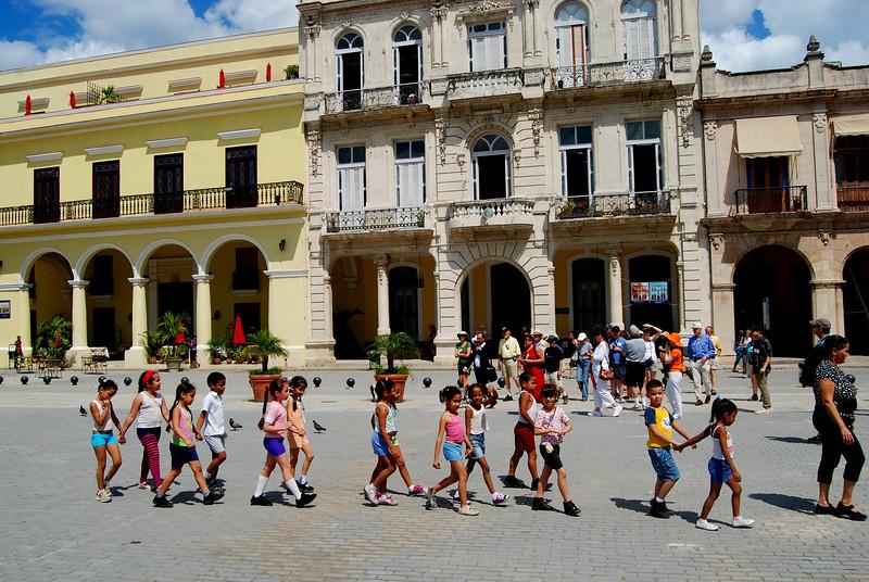 Princeton Journeys group with schoolchildren Plaza Vieja - Lou Tucciarone